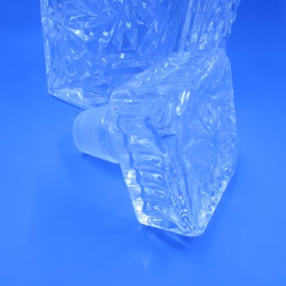 Crystal Clear Crystal Decanter & Stopper (chip on stopper)
