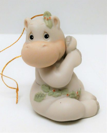 Precious Moments Hippo Holly Days #520403 Ornament features a hippopotamus garland belt dated 1995.